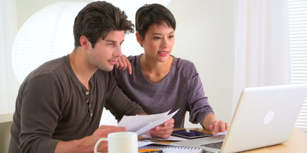 Couple deciding cash, loan or ppa gogreenlightenergy.com